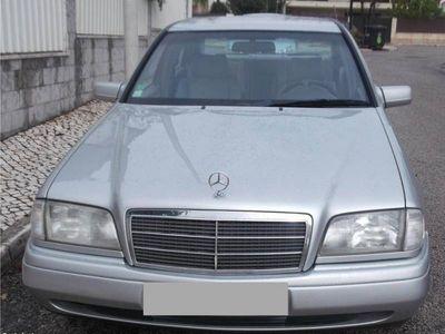 usado Mercedes C200 Diesel com Kit HHO -