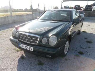 usado Mercedes E200 ClasseClassic (88cv) (4p)