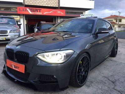 usado BMW 118 d PACK //M Performance 2014 GPS Teto Pele Jll19 BBs garantia até 5anos