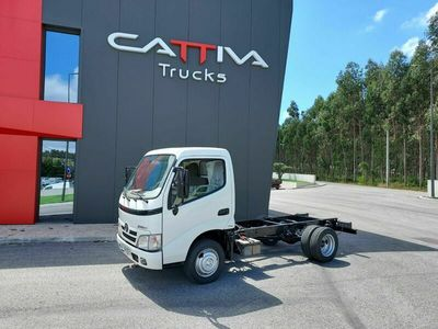 usado Toyota Dyna 3.0 d4d chassis curto 3500kgs