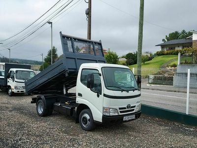 usado Toyota Dyna 3.0 d4d chassis curto 3500kgs tribasculante