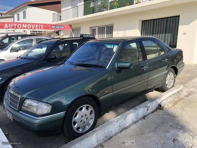 usado Mercedes C200 D com AC 220000 km