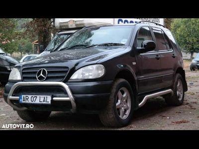 second-hand Mercedes ML270 CDI 7 locuri - an 2001, 2.7 cdi (Diesel)