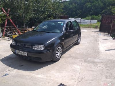 second-hand VW Golf IV 1.4 benzină
