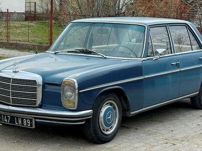 second-hand Mercedes W115 220D vehicul retro