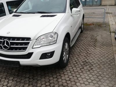 second-hand Mercedes ML300 CDI 4 Matic an fabricație 2010