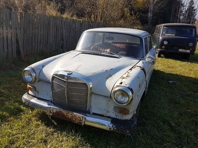 second-hand Mercedes 200 anul 1965