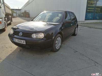 second-hand VW Golf 1.6 benzina