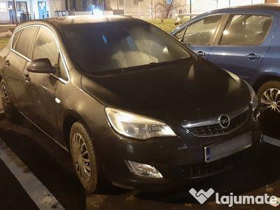 second-hand Opel Astra 2012 1.6 Benzina 115 cai, COSMO (negru)