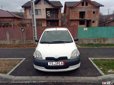 second-hand Toyota Yaris an:2002 motor:1000cm benzina recent adusa