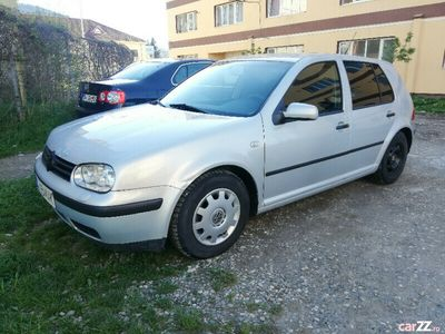 second-hand VW Golf benzina 1.4 taxe la zi