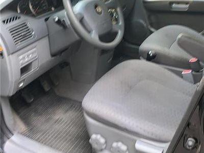 used Kia Carens