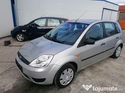 second-hand Ford Fiesta 1.3 benzina, 4 uși, clima