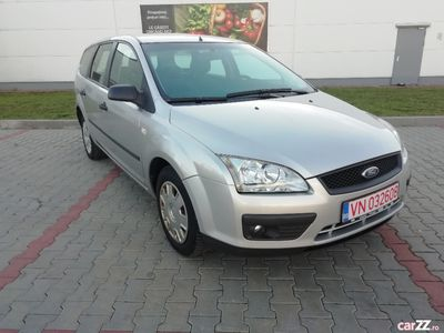 second-hand Ford Focus 1.6 benzina 101 cp an 2006 KLIMATRONIK