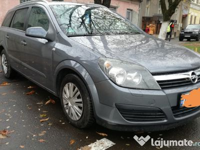 second-hand Opel Astra recent inmatriculat
