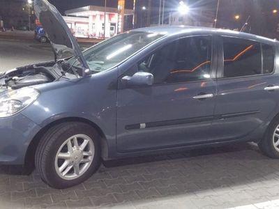 second-hand Renault Clio 3. /Schimb ofer dif. Cu vw Golf sau Polo benzina.