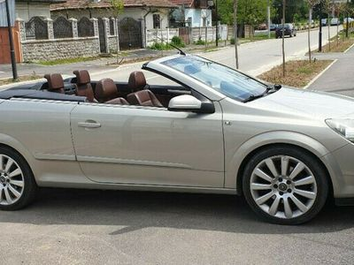 second-hand Opel Astra Cabriolet twin top 2.0 litri, turbo, 200cp, benzina