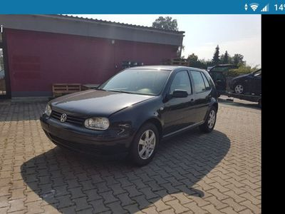 second-hand VW Golf tamponat