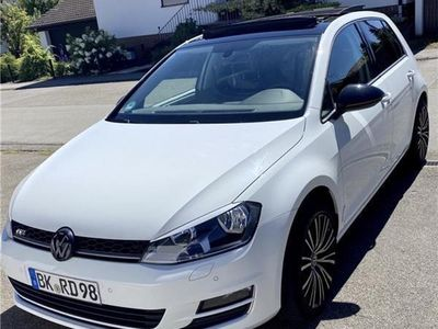 second-hand VW Golf VII Impecabil