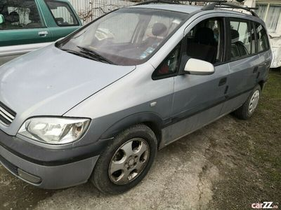 second-hand Opel Zafira 1.6 benzina din 2002