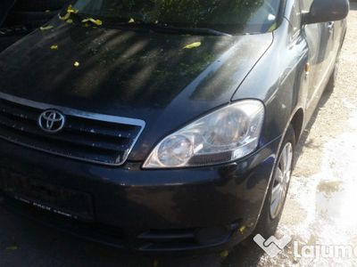 second-hand Toyota Avensis Verso an 2002