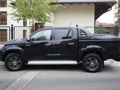 second-hand Toyota HiLux 2011
