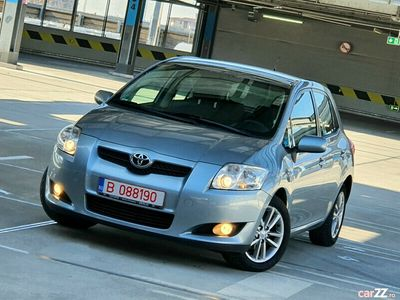 second-hand Toyota Auris // 1.6 Benzina // AUTOMATA // 2010 // Euro
