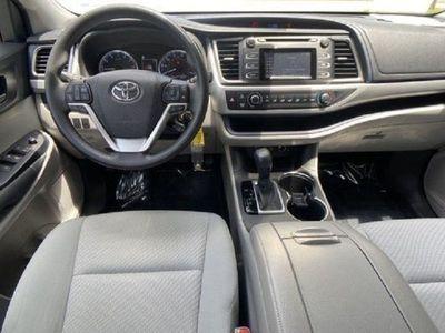 second-hand Toyota Highlander