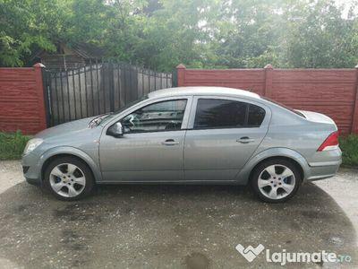 second-hand Opel Astra 2012 Sedan,163000km,benzina 1.6 116cp