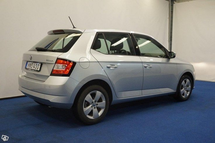 s ld skoda fabia style tsi 90 17 begagnad 2017 1 552 mil i norrt lje. Black Bedroom Furniture Sets. Home Design Ideas