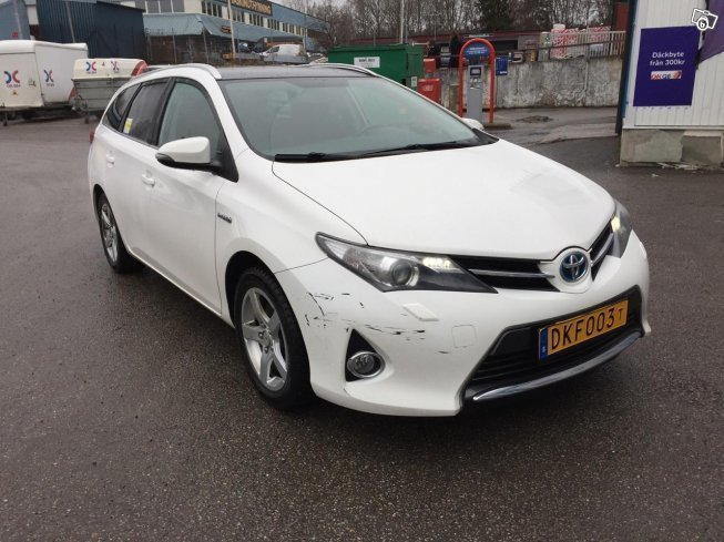 Sld Toyota Auris Hybrid Klar Taxi Begagnad 2015 7000