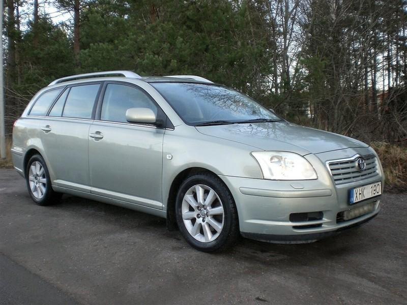 såld toyota avensis 20 aut dragk  begagnad 2005 23 800