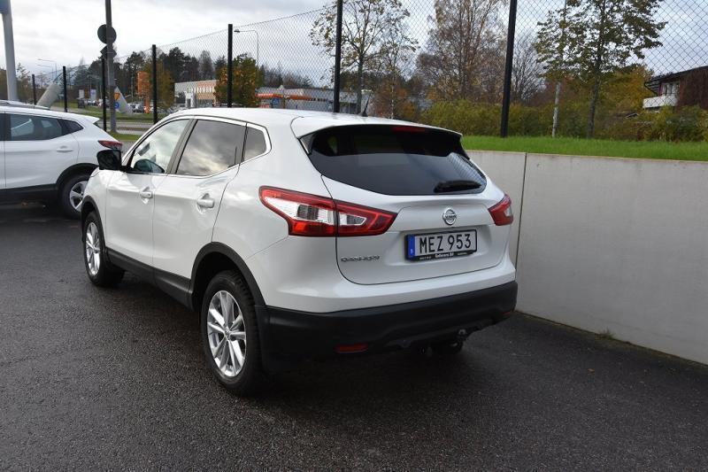 s ld nissan qashqai dig t 115 n co begagnad 2016 mil i g vleborg. Black Bedroom Furniture Sets. Home Design Ideas