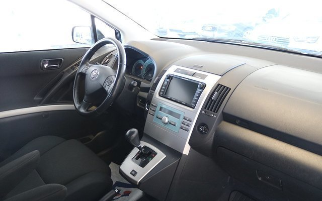 s ld toyota corolla verso 7 sits 1 begagnad 2007 25 617. Black Bedroom Furniture Sets. Home Design Ideas