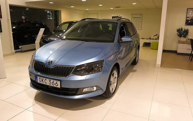 s ld skoda fabia combi style tsi 9 begagnad 2017 0 mil i enk ping. Black Bedroom Furniture Sets. Home Design Ideas