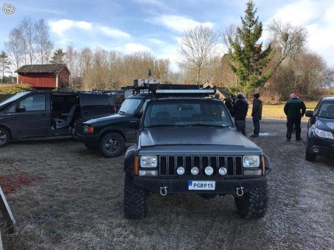 Rørig Såld Jeep Cherokee offroad bil,jak., begagnad 1988, 16 500 mil i DZ-22