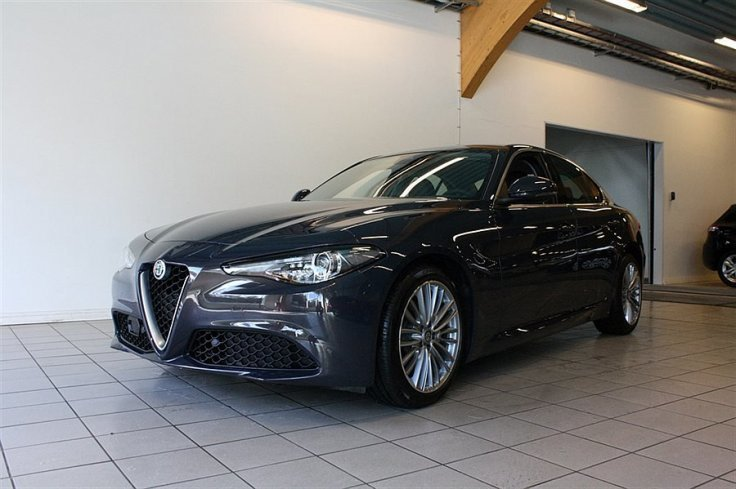 begagnad Alfa Romeo Giulia Super 2.2 JTDM 180hk AT8 RWD