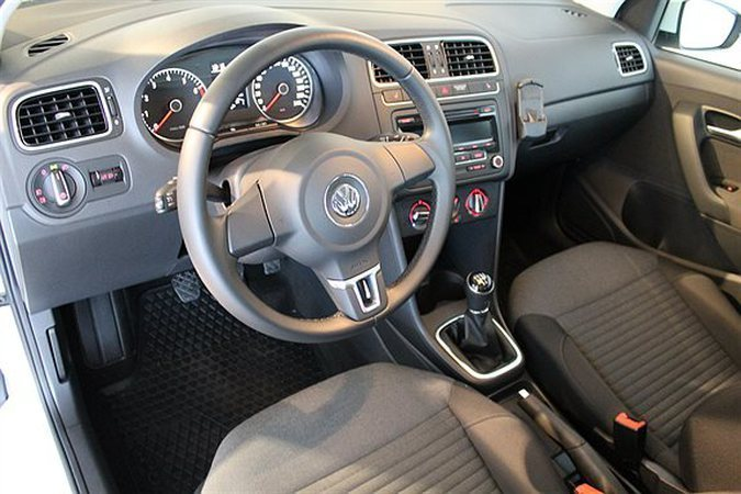 s ld vw polo tsi 90 masters r line begagnad 2013 600 mil i kista. Black Bedroom Furniture Sets. Home Design Ideas