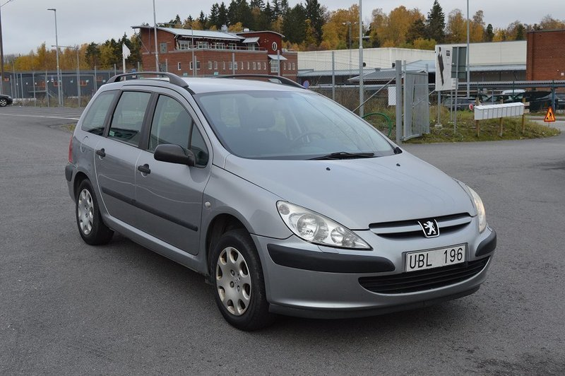 Sald Peugeot 307 1 6 Kombi Motorva Begagnad 2003 8 300 Mil I Huddinge