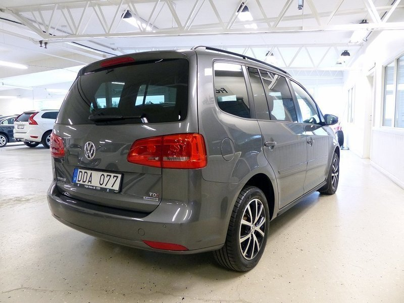 begagnad tdi 105 hk 7 sitsig edition paket panorama vw touran 2014 km i lessebo. Black Bedroom Furniture Sets. Home Design Ideas