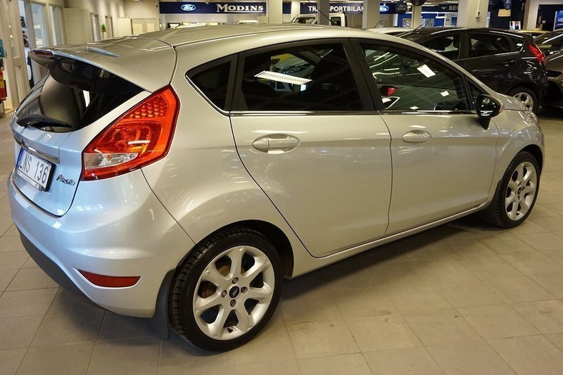s ld ford fiesta titanium x 5 begagnad 2010 mil i uppsala. Black Bedroom Furniture Sets. Home Design Ideas