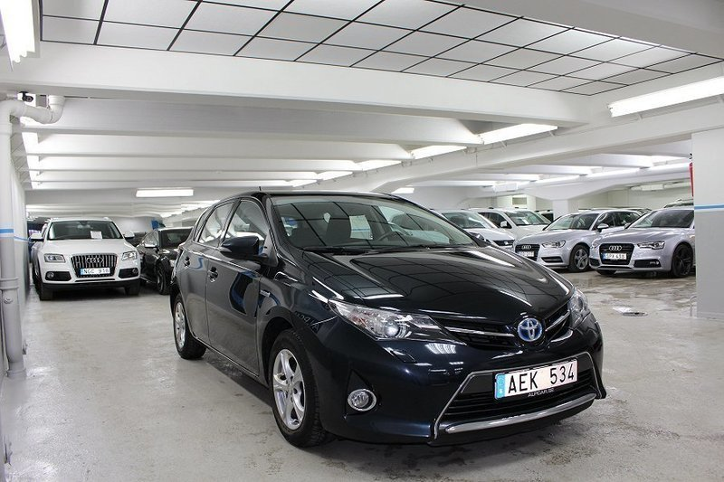 s ld toyota auris hybrid active 99 begagnad 2014. Black Bedroom Furniture Sets. Home Design Ideas