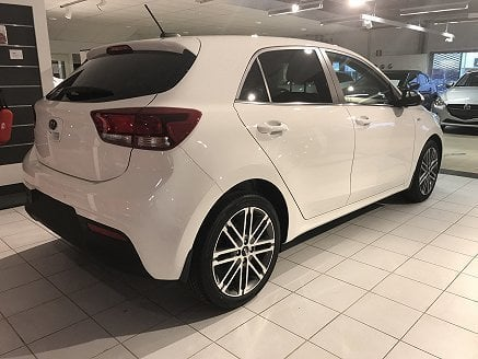 s ld kia rio 1 25 launch edition begagnad 2017 50 mil. Black Bedroom Furniture Sets. Home Design Ideas