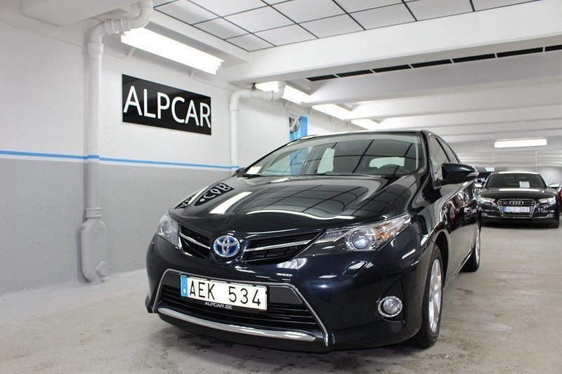 s ld toyota auris hybrid active 99 begagnad 2014 5 400. Black Bedroom Furniture Sets. Home Design Ideas