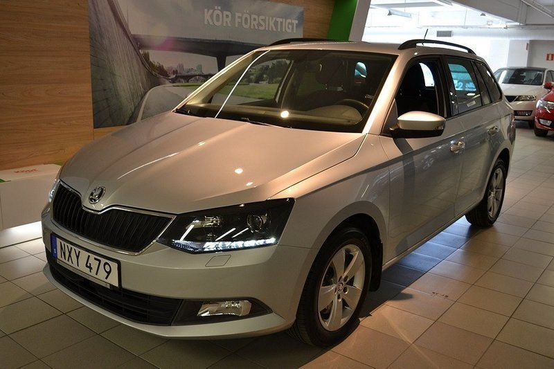 begagnad combi tsi110 automat rea sickla skoda fabia 2016 km 0 i nacka. Black Bedroom Furniture Sets. Home Design Ideas