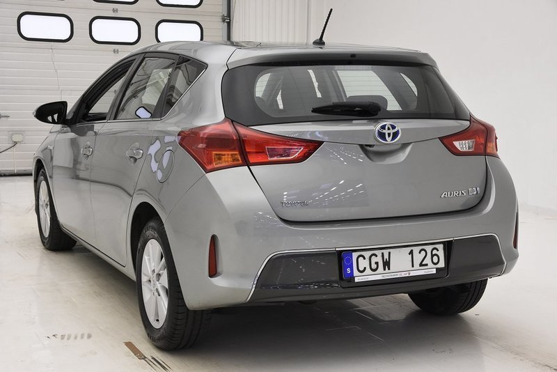 s ld toyota auris hybrid 1 8 vvt i begagnad 2013 mil i j rf lla. Black Bedroom Furniture Sets. Home Design Ideas