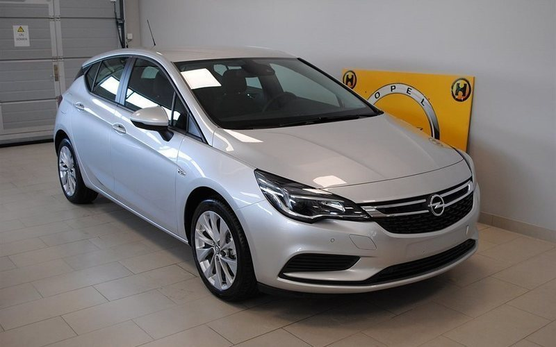 begagnad Opel Astra Dynamic 1.6CDTI 136HK AT6 Halvkombi