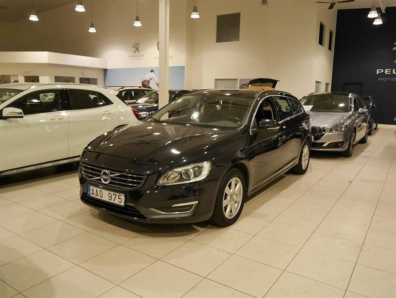 begagnad Volvo V60 D4 AWD Momentum VOC Aut Drag (163hk)