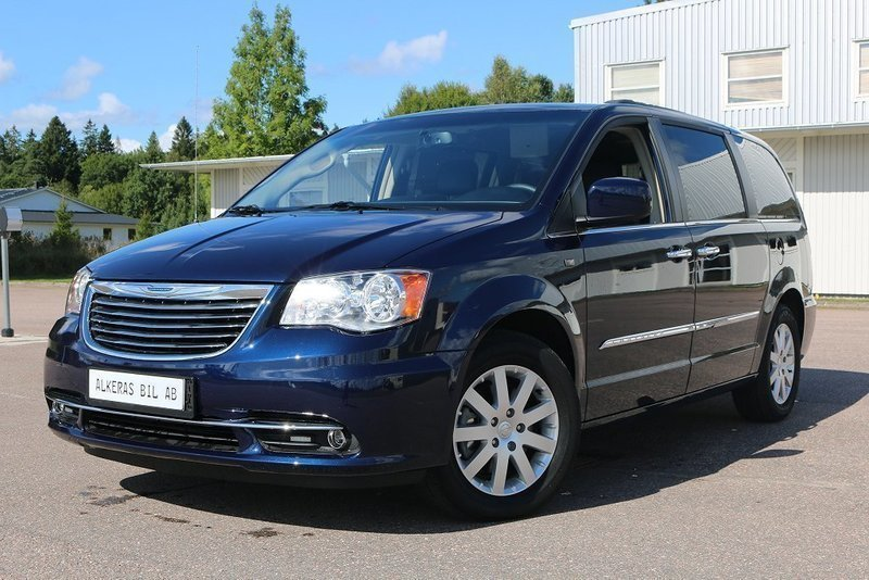 begagnad town country v6 7 sitts chrysler grand voyager 2015 km i stenkullen. Black Bedroom Furniture Sets. Home Design Ideas
