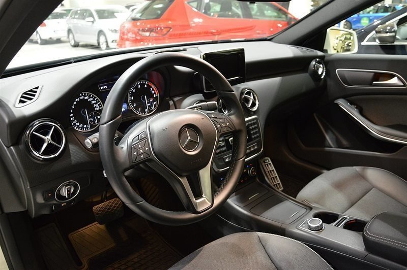 4785517 Mercedes A200 Manuell Halvkombi moreover  on e clcoupe amg